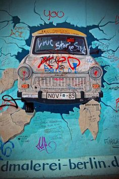 Photograph of Berlin artwork street art mural by AndyEvansPhotos #berlinwall #streetart #photography #art