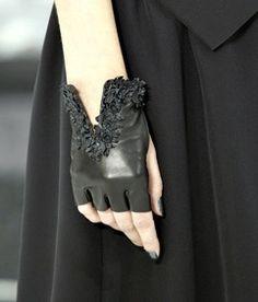 9b1251acc1 Chanel Gloves, Spring 2011 Divatékszerek, Fekete Bőr, Szikla, Kesztyű,  Kifutó,