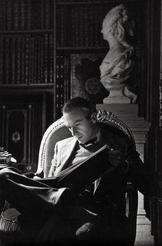 Cecil Beaton reads.