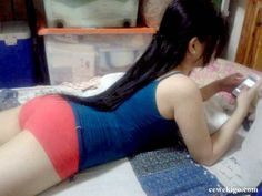 147 - Cewek abg maen hp body...