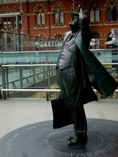 Sir John Betjamin by Martin Jennings, St Pancras Station