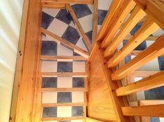 Escalera vista desde parte superior de Casa Levante www.loscuatrovientos.com