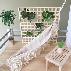 Happy Saturday! I hope you're all having a relaxing time this weekend. This is the little patio on the custom house I have just completed. A special request hammock so even the dolls can have a nice rest. Inspired by the gorgeous dollhouse patio of @hudson_and_harlow.