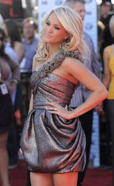 I want to be Carrie Underwood Blonde for summer Carrie Underwood Pictures, Red Carpet Fashion, Dress To Impress, Beautiful People, Beautiful Ladies, Pretty People, Carry On, How To Look Better, Celebs