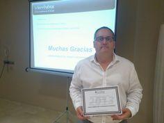 Alex Martí Gerente de #InmoXara con su certificación de Agente Comercializador de #inmuebles #Servihabitat.