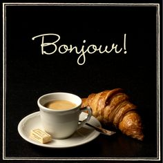 Ξεκινάμε τη μέρα μας κλασσικά… με καφέ, croissant και μια χαμογελαστή καλημέρα!