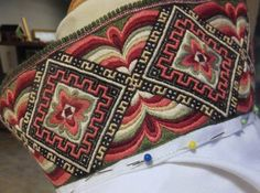 Geometric Embroidery, Embroidery Designs, Folk Costume, Costumes, Hardanger Embroidery, Textiles, Bridal Crown, Bargello, Luxury Interior Design
