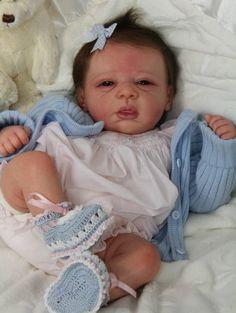 Uma preciosidade que encontrei na internet. Bebê reborn kit Michelle. Simplesmente lindo! ♥