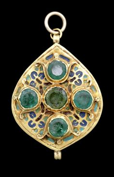 Morocco | Pendant; gold, enamel and emeralds | 19th century | Est. £ 800 / 1'200 ~ (Jun '14)