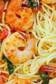 Garlic Shrimp Pasta in Red Wine Tomato Sauce Clam Recipes, Easy Pasta Recipes, Delicious Dinner Recipes, Cooking Recipes, Easy Family Meals, Family Recipes, Easy Meals, Best Dinner Recipes Ever, Quick Dinner Recipes