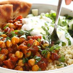 Moroccan-Spiced Chickpea Glow Bowl - Pinch of Yum Detox Moroccan Chickpea Glow Bowl: clean eating meets comfort food! Veggie Recipes, Indian Food Recipes, Whole Food Recipes, Moroccan Recipes, Healthy Indian Food, Medeteranian Recipes, Vegetarian Recipes Videos, Polenta Recipes, Diet Soup Recipes