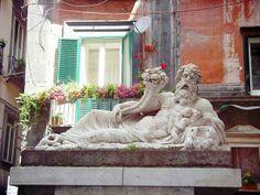 La Statua del dio Nilo è una scultura marmorea eretta durante il periodo romano tra il II e III secolo d.C.. La statua domina il largo corpo di Napoli e costituisce un elemento di elevata fattura di tutto il centro storico partenopeo.