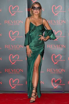 http://www.news-people.fr/n606002-PHOTOS-Kimberley-Garner-a-Revlon-choisissez-bal-masque-amour-a-Londres.htm