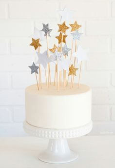 Cute-Cake-with-Star-Shape-Cake-Toppers.jpg
