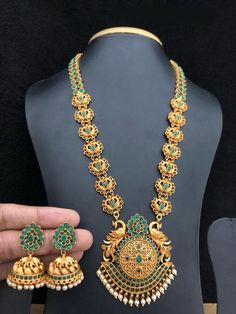 Aashkaanya is an Online Traditional Indian Jewelry Boutique. The new destination for your shopping hub. Explore all collection for new designs and more colors. Let's Show The World You Shine. Indian Jewelry Sets, Silver Jewellery Indian, Gold Jewellery Design, Gold Jewelry, Temple Jewellery, Resin Jewellery, Metal Clay Jewelry, Necklace Designs, Bridal Jewelry