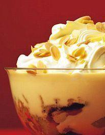 Mary Berry Recipe Classic old-fashioned trifle christmas pavlova Mini Desserts, Trifle Desserts, Dessert Recipes, Fruit Trifle, Homemade Desserts, Plated Desserts, British Baking Show Recipes, British Bake Off Recipes, Chef Recipes