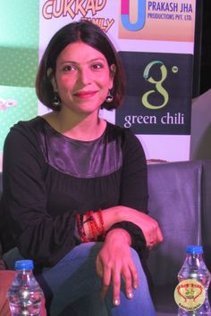 Shilpa Shukla in Kolkata http://sholoanabangaliana.in/blog/2014/12/22/upcoming-hindi-film-crazy-cukkad-family-stars-visit-kolkata-to-promote-the-film/