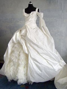 Wedding Dress Looks - Wedding Dresses, Wedding Gowns, Bridal Wear and High Fashion made in Berlin.