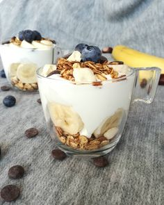 Pridá sa niekto? Inšpirácia na pondelkové raňajky s Gabby´s granola - HORKÁ ČOKOLÁDA A LYOFILIZOVANÝ BANÁN 👌👌👌 samozrejme u nás biely jogurt nesmie chýbať. Ale možností s čím našu granolu kombinovať, je určite mnoho. Ako ju ľúbite najviac vy? Granola, Tiramisu, Cheesecake, Ethnic Recipes, Desserts, Food, Tailgate Desserts, Deserts, Cheesecakes