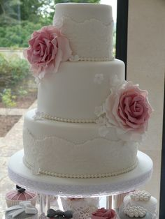 Close up of vintage wedding cake by Cupcake Delight