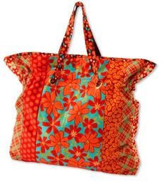 Cinch It Tote Bag ~ Pull-up straps and a roomy interior make for an easy-to-piece tote bag. FREE PATTERN.