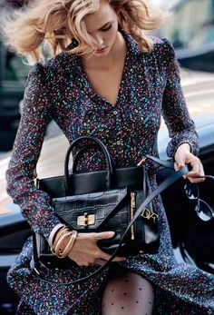 Karlie Kloss is a DVF Secret Agent , Watch the video at the brands website it's awesome.. Love the outfit but mostly love THE bag... I think I'm in love !❤️