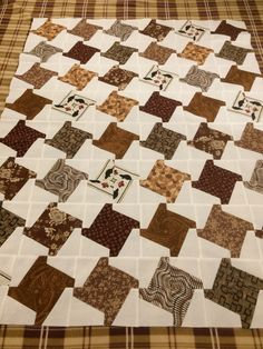 Houndstooth, Quilting, Blanket, Home, Blankets, Ad Home, Scraps Quilt, Homes, Comforter