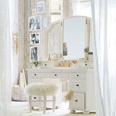 Article Gives You the Facts on Makeup Studio Ideas Beauty Room Vanity Mirrors That Only a Few People Know Exist - prekhome Vintage Dressing Tables, Dressing Table Design, My New Room, My Room, Vanity Design, Room Dimensions, Dream Bedroom, Room Inspiration, Bedroom Decor