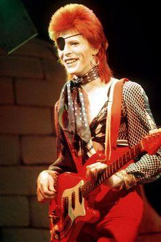 David Bowie: um mestre na arte de fazer música e inventar moda