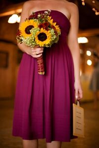 I like this color combination, but I've never considered it for a wedding before: purple and sunflowers
