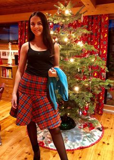Ellen's Sewing Passion: Checkered Skirt for Christmas! Checkered Skirt, Velvet Ribbon, Very Well, High Waisted Skirt, Passion, Models, Suits, Sewing, Pretty