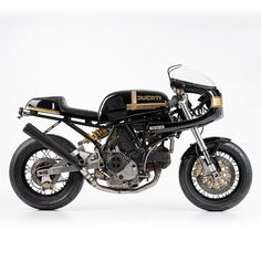 Headlined by a Ducati rebuilt in the style of the classic 900 Super Sport Desmo. Ducati Cafe Racer, Cafe Racer Bikes, Cafe Racers, Motorcycle Shop, Motorcycle Tips, Ducati 900ss, Triumph Motorcycles, Custom Motorcycles, Dirt Bike Girl