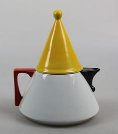 Kronester teapot Futura for Douwe Egberts Memphis style - artentique Memphis Art, Memphis Design, Ceramic Teapots, Ceramic Art, Teapots Unique, Ceramic Studio, Vintage Perfume Bottles, Ceramic Design, Japanese Design