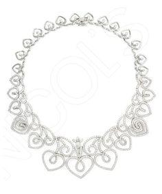 Collar Corazón QUEEN OF HEARTS NICOL´S. Maxi Gargantilla articulada con estructura hueca de corazones unidos entre sí, engaste en garras y cierre de seguridad. Fabricada en oro blanco y diamante.