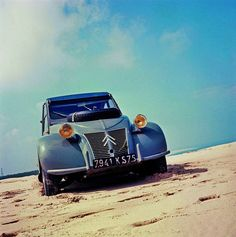 The car that mobilised a nation. Launched at the Paris Salon, 64 years ago today.October In 42 years of production, almost four million were produced, with sales of the Retro Cars, Vintage Cars, 2cv Sahara, Car Purchase, Cabriolet, Unique Cars, Car Humor, Old Trucks, Car Photos