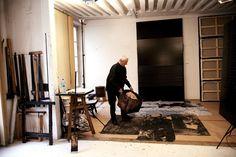 Soulages dans son atelier