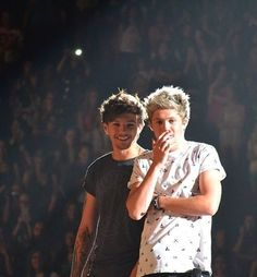 Louis Tomlinson and Niall Horan I love this pic ♡♡♡