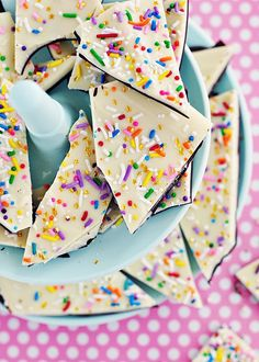 Cake Batter & Sprinkle Bark - this would be an adorable - and easy! - party favor!