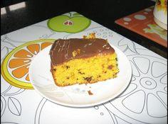 Receita de Bolo formigueiro de cenoura - bolo. Receita da Cibelli. ... Bolo:, 4 cenouras grandes (raspadas e cortadas), 4 ovos, 2 xícaras (chá) de farinha de trigo, 1/2 xícara (chá) de farinha láctea, 1 xícara (chá) de óleo (girassol), 1 1/2 xícaras (chá) de açucar, 1 colher (chá) de fermento, chocolate granulado a gosto, Cobertura:, 1 lata de leite condensado, 3 colheres (sopa) de achocolatado, 1 colher (sopa) de margarina