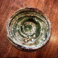 村越琢磨さん作灰釉5寸丸皿角皿もございます村越琢磨陶展は明日22日までです織部下北沢店でお待ちしております #織部 #織部下北沢店 #陶器 #器 #ceramics #pottery #clay #craft #handmade #oribe #tableware #porcelain