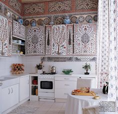 Elle Decor December 2006 Iskel's Paris kitchen {style court: DBD 2007 Wrap-Up} (Chicken Cacciatore Spices) Elle Decor, Home Interior, Interior Design, Kitchen Interior, Bohemian Kitchen, Eclectic Kitchen, Moroccan Kitchen, Turkish Kitchen, Hippie Kitchen