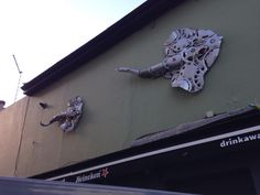 Stingrays - outside the Druids in Brighton. Hubcap Creatures
