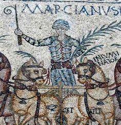 Mosaico del equipo azul.En la imagen sale el nombre de los caballos y de el auriga. Apartado 2.
