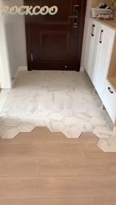 bathroom flooring Home Fashion Porch Foot Mat Door Mat Style At Home, Diy Home Decor, Room Decor, Dream House Interior, Floor Design, Design Design, Modern Design, Bathroom Flooring, Tile Flooring
