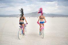 "Exzesse, Psychedelika, Wüstenfeuer: Das ""Burning Man""-Festival | Playboy"