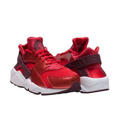 NIKE Women's low top sneaker Lace up closure Padded tongue for comfort Perforated for breathability . True to size, Womens sizes. Women's Low Top Sneakers, Sneakers Nike, Nike Air Huarache, Nike Sportswear, Jazz, Nike Women, Street Wear, Footwear, Lace Up