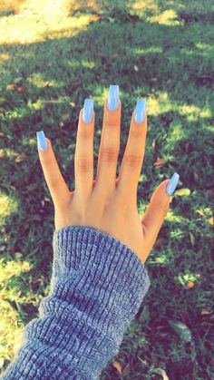 Semi-permanent varnish, false nails, patches: which manicure to choose? - My Nails Cute Acrylic Nails, Acrylic Nail Designs, Blue Coffin Nails, Glitter Nails, Acrylic Nails For Summer Coffin, Acrylic Gel, Perfect Nails, Gorgeous Nails, Cute Simple Nails