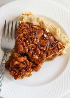 CASHEW PIE! All the traditional ingredients of a pecan pie, but with cashews and extra filling! #recipe #thegoldlininggirl
