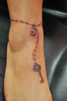 Cute ankle tattoo (: LOVE this!