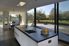 Keuken met glas staal pui